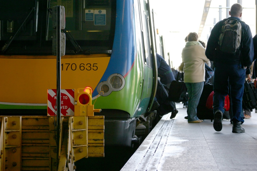 www.tensator.comwp-contentuploadsPeople-getting-ready-to-board-the-train